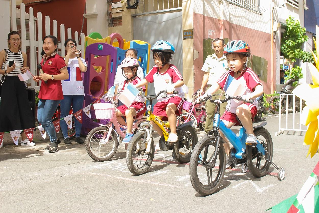 """8 9 k5 29 1 Sôi động """"Giải đua xe đạp nhí"""" tại SGA Trần Nhật Duật"""