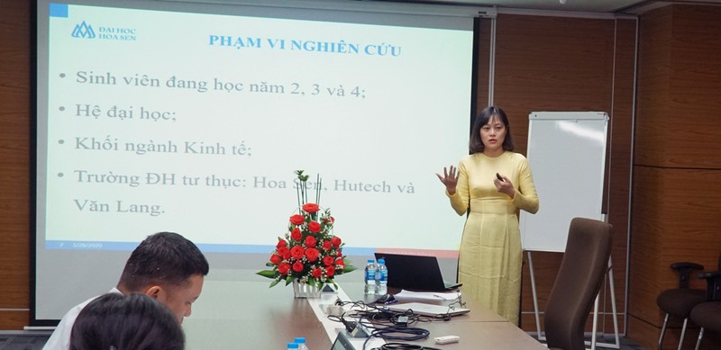Châu Kim Phượng bảo vệ luận văn tốt nghiệp MBA.