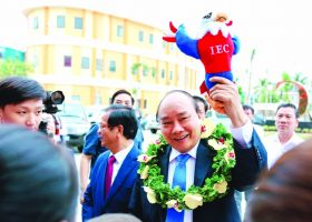 human 39 thu tuong3 1 Thư Human 39: Thủ tướng Nguyễn Xuân Phúc thăm Thành phố giáo dục Quốc tế IEC Quảng Ngãi