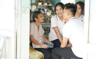 nhg thien nguyen 1 Thư Human 45: Học sinh - sinh viên NHG mang mùa xuân đến trẻ mồ côi và cụ già neo đơn