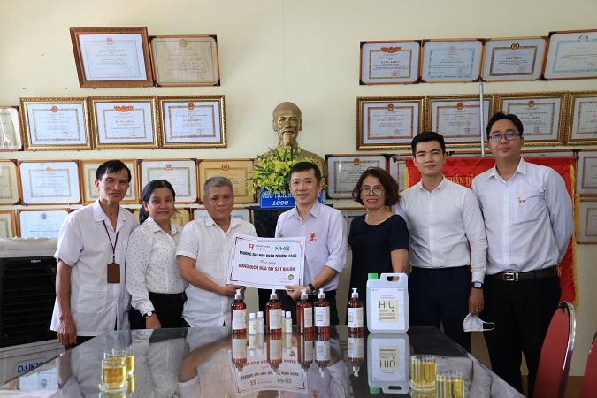 HIU TANG QUA 1 Đại học Quốc tế Hồng Bàng hỗ trợ đồng bào gặp khó khăn do dịch bệnh