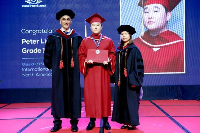 Le vinh danh tu tai quoc te danh cho hoc sinh truong Quoc te Bac My SNA Vì sao phụ huynh Việt thích cho con du học nước ngoài?