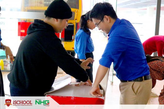 1 2 iSchool Quảng Trị chung tay cùng người dân vượt khó mùa mưa lũ
