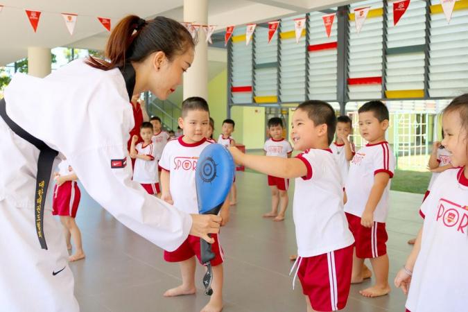 """2 1 1 Trương Thị Hiền - Cô giáo trẻ tiên phong đưa võ thuật xứ sở """"Kim chi"""" vào trường học"""