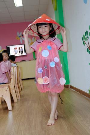 Saigon Academy trinh dien thoi trang ve nam
