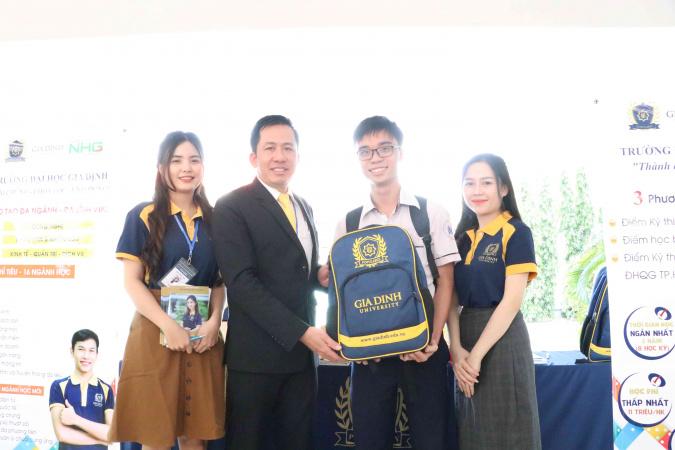 GDU danh tang nhieu phan qua hap dan cho cac ban hoc sinh tai chuong trinh Mùa tư vấn tuyển sinh, hướng nghiệp 2021: 4 Đại học giúp học sinh chọn đúng ngành học