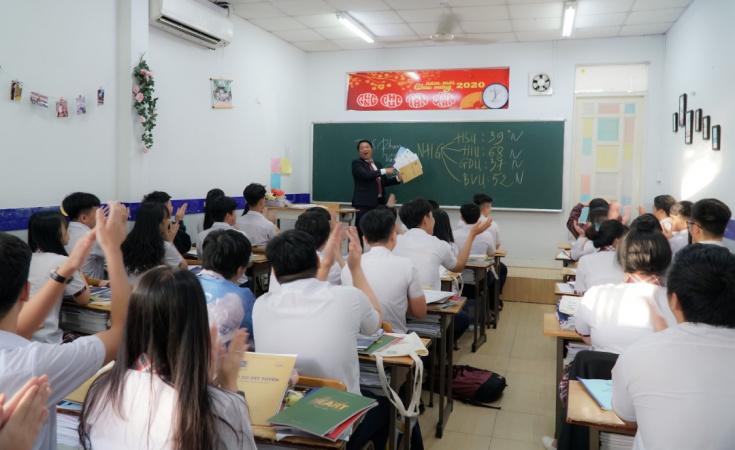 ThS Phan Van Giang Pho truong phong Truyen thong   Tuyen sinh HSU huong nghiep chon nganh nghe cho hoc sinh THPT Mùa tư vấn tuyển sinh, hướng nghiệp 2021: 4 Đại học giúp học sinh chọn đúng ngành học