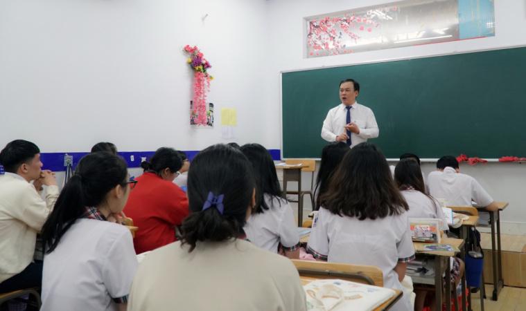 Ths.To Ngoc Hoang Nguyen Pho truong phong Truyen thong   Tuyen sinh HSU tu van cho hoc sinh lop 12 Mùa tư vấn tuyển sinh, hướng nghiệp 2021: 4 Đại học giúp học sinh chọn đúng ngành học