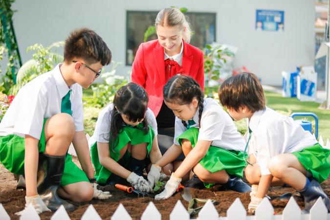 Giáo dục nhâna bản đang ngày càng được lựa chọn trở thành phương pháp giảng dạy chính thống ở các môi trường hội nhập Quốc tế