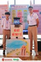 """Đặng Cửu Dương và Hồ Việt Bảo Long - iSers Nha Trang đã xuất sắc giành giải Tư tại cuộc thi Khoa học kỹ thuật cấp Quốc gia với dự án """"Rô bốt hỗ trợ y tế"""""""