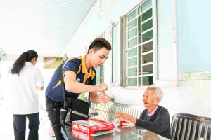 38 22 Hinh 1  Sinh vien GDU thuc hien nhieu hoat dong tot 11zon Sinh viên GDU tích cực hoạt động xã hội