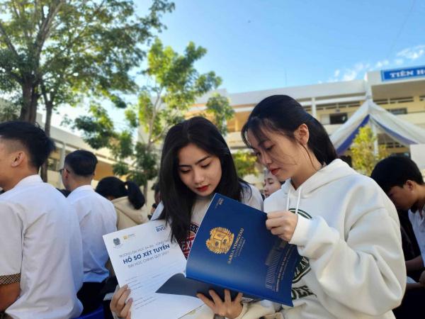 44 25 BVU nhan duoc nhieu su quan tam cua hoc sinh 11zon BVU Công bố các phương thức tuyển sinh 2021
