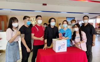 """59 32 Ông Nguyễn Việt Thái cùng sinh viên HIU 1 11zon HIU chung tay """"Cùng Tuổi Trẻ góp vắc xin COVID-19"""""""