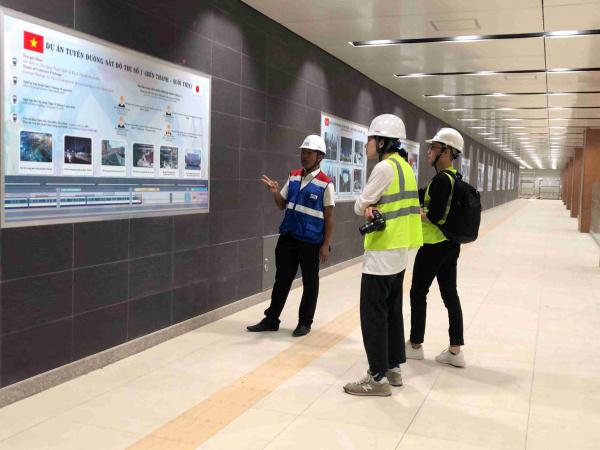 65 35 Nhóm nghiên cứu tìm hiểu thông tin về HCMC Metro dể dáp ứng nhu cầu thiết kế 11zon Metro TP.HCM sử dụng logo, nhận diện thương hiệu của sinh viên HSU