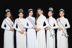 Vo Hoang Yen va cac hoa khoi 1 compressed Võ Hoàng Yến catwalk thần thái tại Cuộc thi Hoa Khôi Sinh Viên Tài Năng 2021