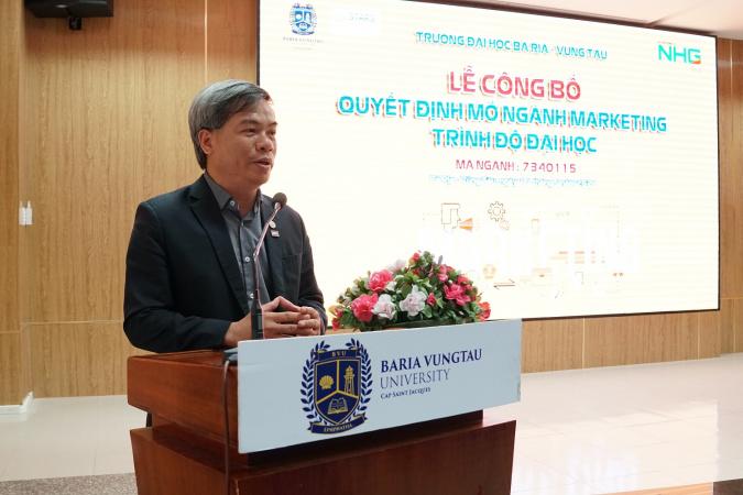 Ong Hoa Trường Đại học Bà Rịa – Vũng Tàu ra mắt ngành Tài chính – Ngân hàng và ngành Marketing