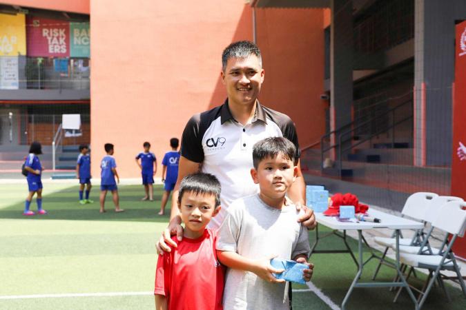 Cầu thủ Công Vinh giao lưu cùng học sinh SNA