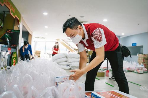 HIU ho tro mua dich ĐH Quốc tế Hồng Bàng hỗ trợ những hoàn cảnh khó khăn do dịch Covid-19