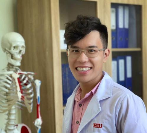 1a 1 Võ Nhật Nam: Hành trình từ Thủ khoa ngành Vật lý Trị liệu đến giảng viên tâm huyết của HIU